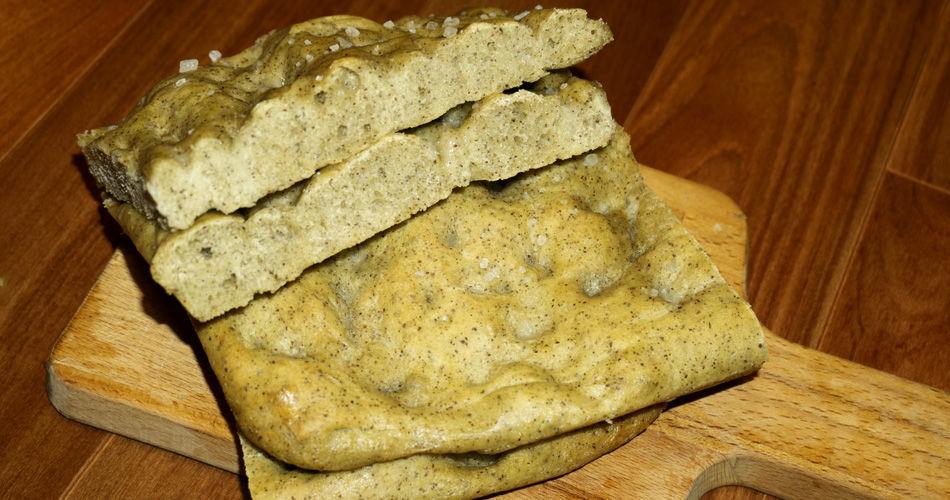 Focaccia alla ligure con farina di semi di canapa.